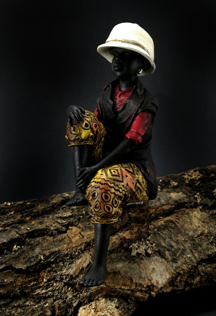 figur junge kantensitzer kantenhocker sitzende afrikanische afrika skulptur deko ebay. Black Bedroom Furniture Sets. Home Design Ideas